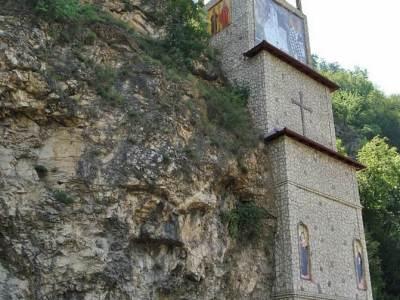 Crkva-Casnog-Krsta-Mali-Ostrog-Mali-Zvornik-2
