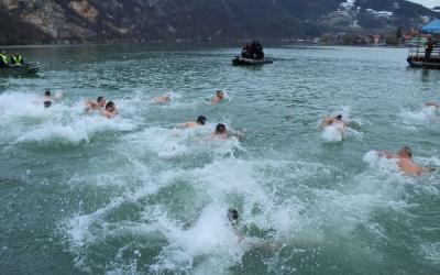 plivanje-za-bogojavljenski-krst-mali-zvornik-24