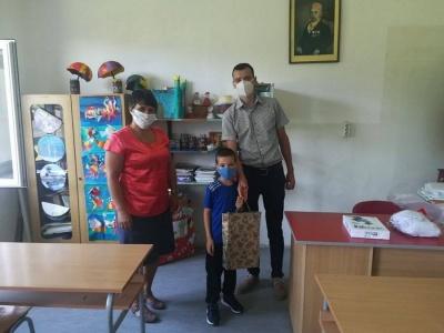 Prvacima-uruceni-besplatni-udzbenici-opstina-Mali-Zvornik-12