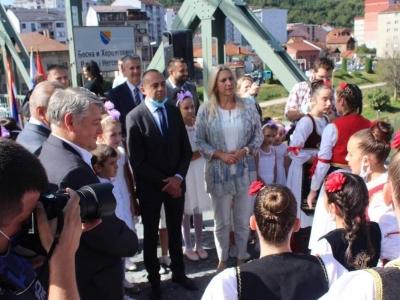 Manifestacija-ljudi-i-mostovi-Mali-Zvornik-23