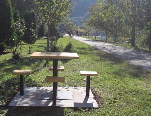 Постављене клупе за уживање поред Дрине