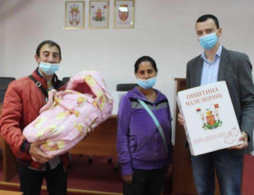 Подела беби пакета родитељима у општини Мали Зворник одвија се уредно